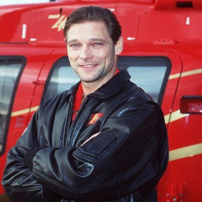 Emlékeztek a Medicopter 117 sármos mentősére, Manfred Stücklschwaigerre? Nem hiszed el, mivel foglalkozik most.