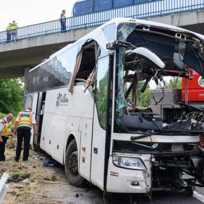 Az M7-es buszbaleset újabb sérültje hunyt el