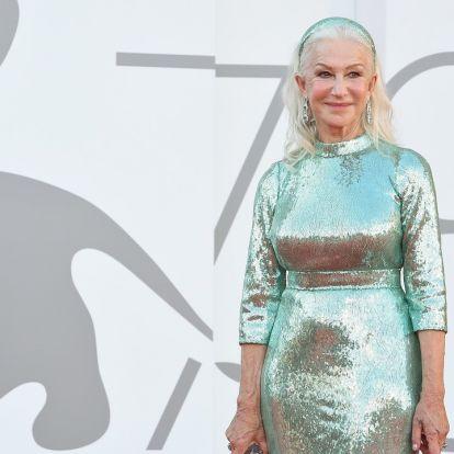 Tündökölt a Dolce Gabbana bemutatóján a 76 éves Helen Mirren