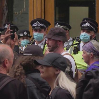 Oltásellenes tüntetők csaptak össze rendőrökkel Londonban