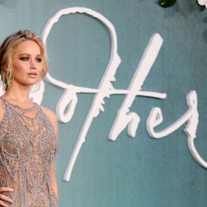 Jennifer Lawrence első gyerekét várja