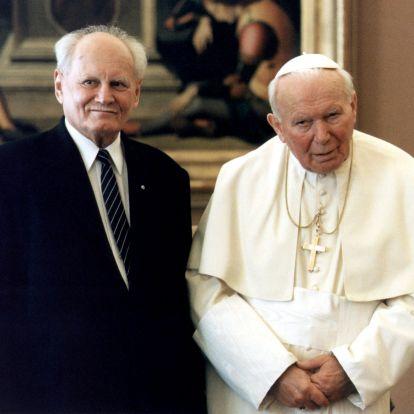 Még a Szomszédokban is megemlékeztek a pápalátogatásról – II. János Pál napokig magyarul beszélt