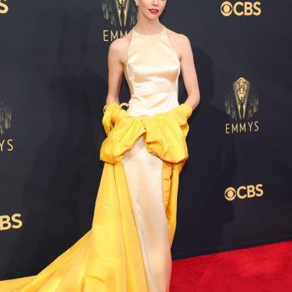 A világ legsikkesebb tojásrántottája nyerte a 2021-es Emmy-gála ruhaversenyét
