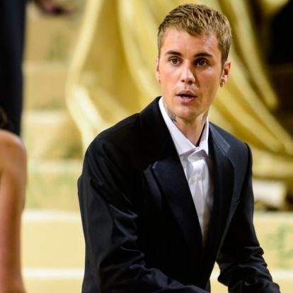 Justin Bieber nagyon nem akarta, hogy lássák az arcát fellépés közben, úgyhogy teljesen eltakarta