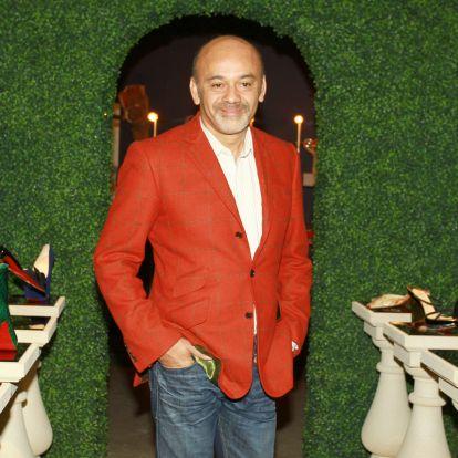 Egy körömlakknak köszönheti védjegyét a vörös talpú cipők atyja: Christian Louboutin újra divatba hozta a tűsarkúkat