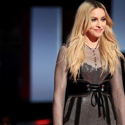 Madonna arca mintha viaszból lenne