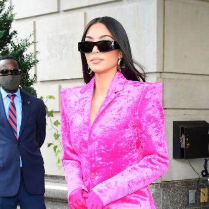 Kim Kardashian szőrme napszemüvegére nincsenek szavak