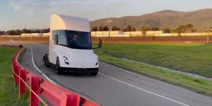 Már készül az első Megacharger a Tesla villanykamionjához