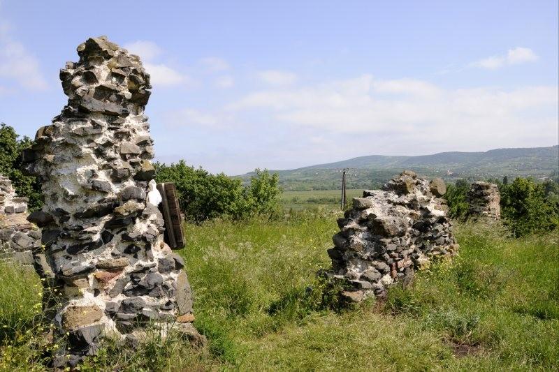 A néhai Kerekikál község középkori templomának romja